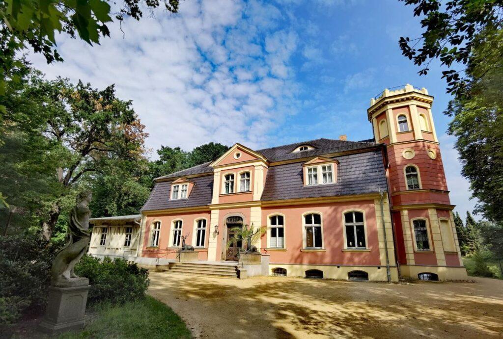 Kromlauer Schloss - Prunkstück und Sehenswürdigkeit im Rhododendronpark Kromlau